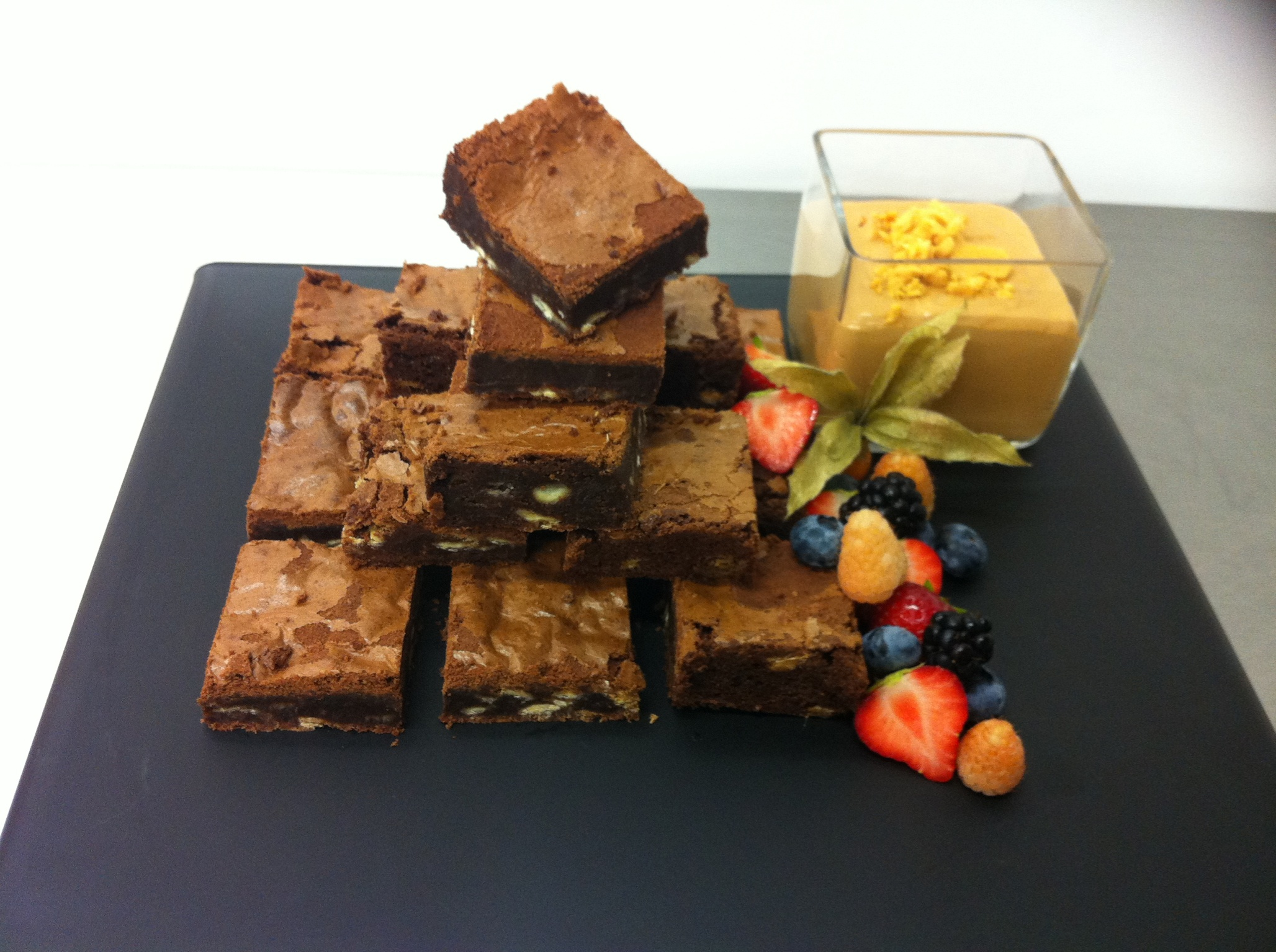 Chocolate brownies with a toffee honeycomb sauce